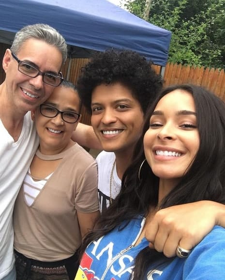 Jessica, Bruno Mars and Family